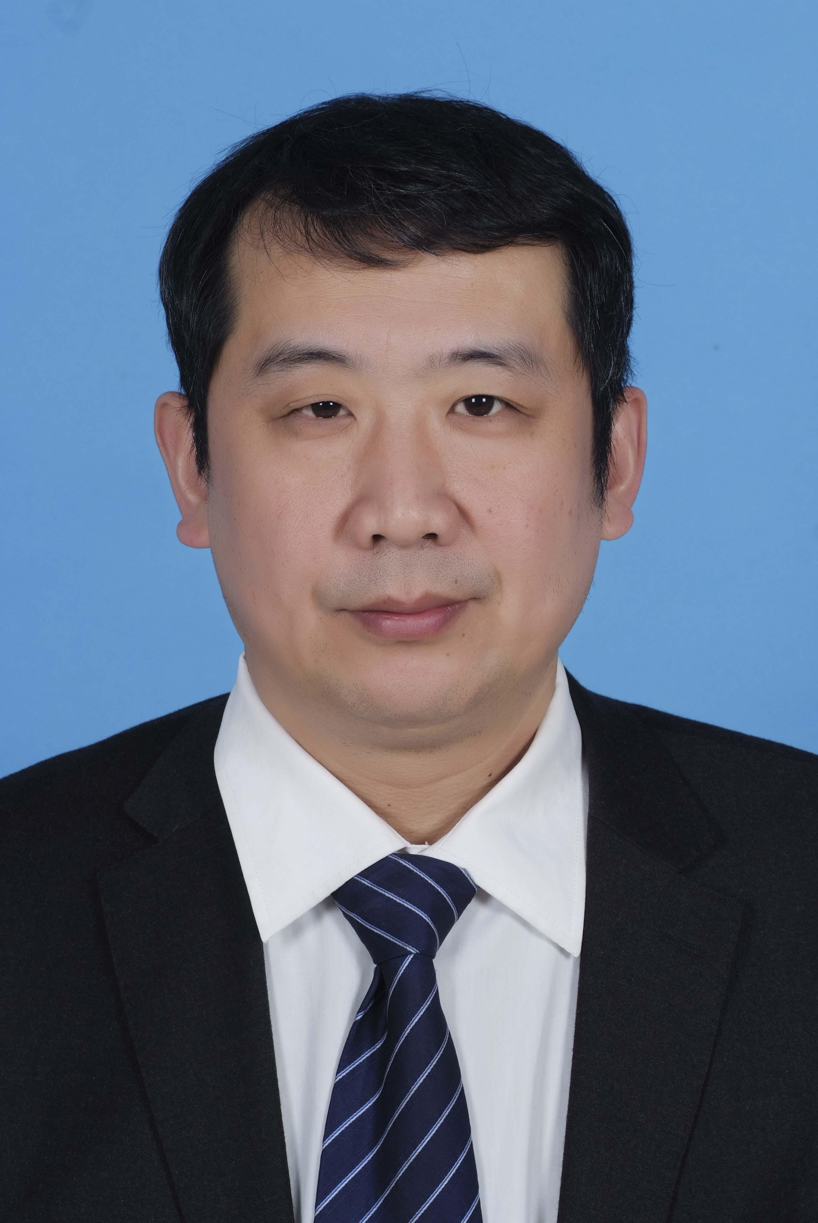 现任青岛大学法学院教授,从事刑事法学教学与研究工作,兼任中国犯罪学
